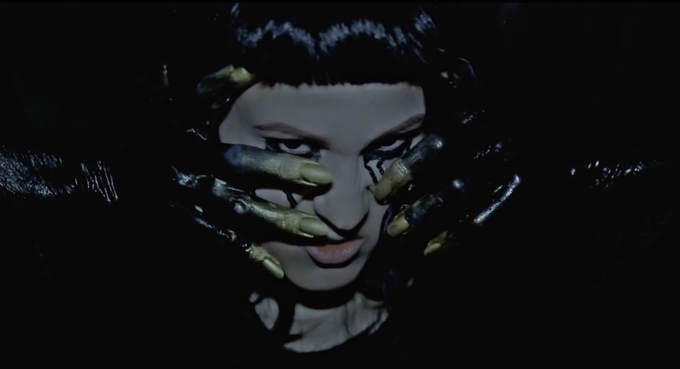 "Femme En Fourrure - ""Smell"" video"